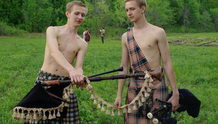 Братья Струковы с волынками в килтах