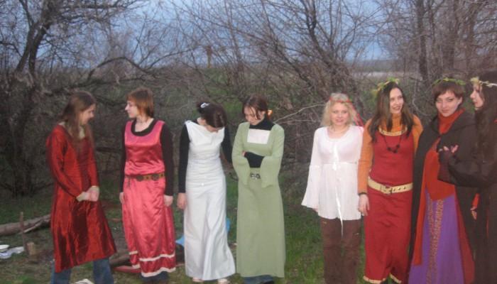 Конкурс костюма среди девушек