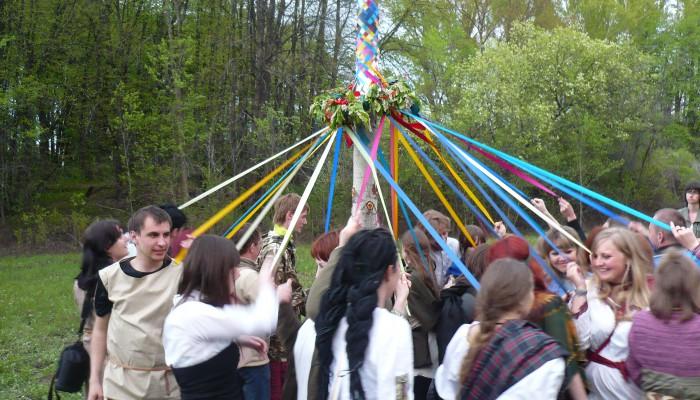 Танец вокруг майского древа на Бельтайне 2011