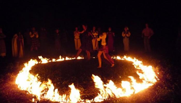 Танцы в круге огня