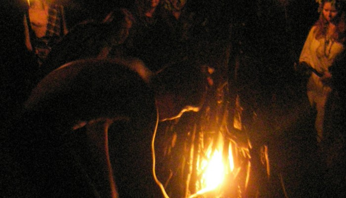 Ермак разжигает мужской костер