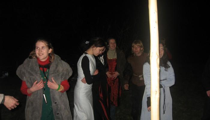 Ночью у майского древа