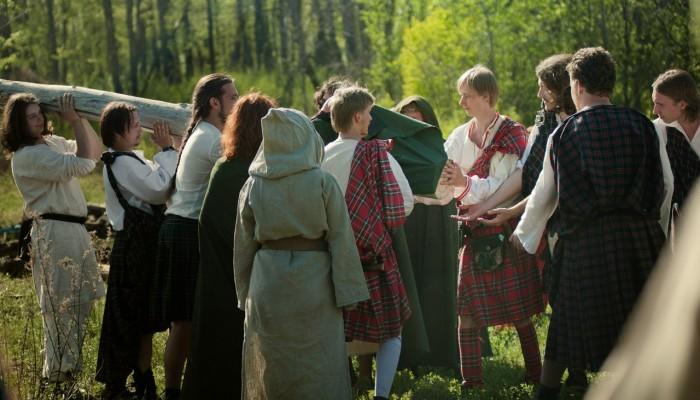 Внос древа в ритуальный круг